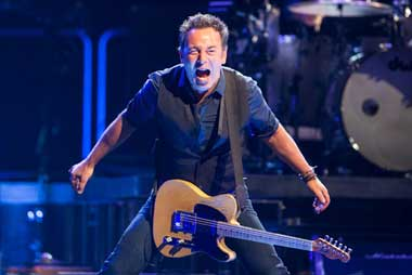 Photo from www.backstreets.com > Bruce Springsteen April 3 East Rutherford, NJ